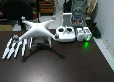 DRONE PHANTOM 4 DJI com 2 baterias