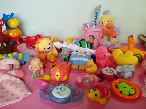 Kit de brinquedos para bebês por 15. reais tudo