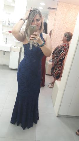 Lindo vest azul de festa! De renda q se ajusta no corpo