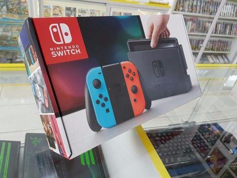 Nintendo Switch (NEON) + Zelda Breath of the wild