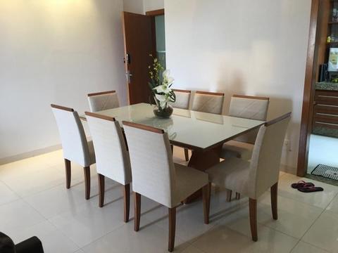 Mesa sala de estar com acabamento Laka e 8 lugares