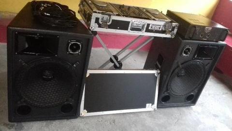 Som profissional (Caixas de Som, Força Amplificador e Uma par de Cdj 200 Mixador no Case