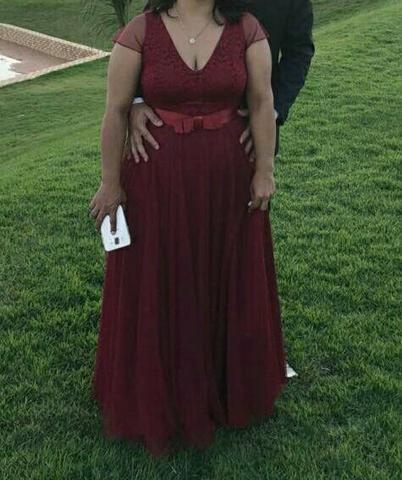 Vestido de festa na cor marsala