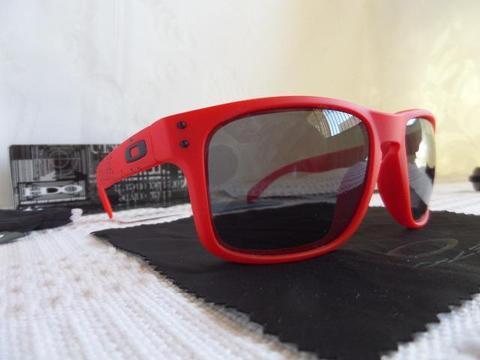 Óculos Oakley Holbrook Matte Red W Grey Polarizado - Edição Limitada -  Lançamento 6fa1987a3d