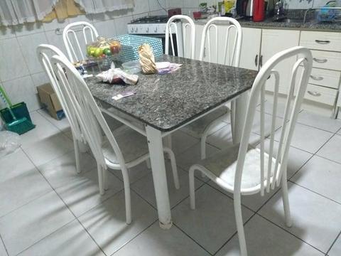 Vende-se mesa com seis lugares