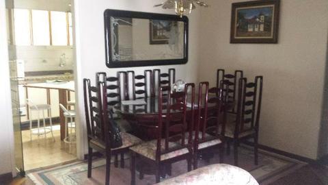 Mesa com 8 cadeiras (Sala de Jantar) sofá 2 e 3 lugares