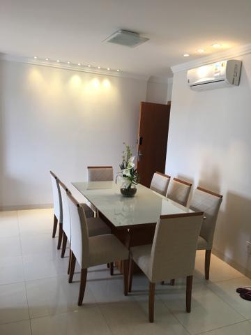 Mesa super luxo oito lugares com pintura Laka branca e mel