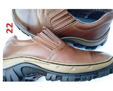 Sapato/Elástico/ Couro Bovino. Solado Colado/ Costurado. Cod20 e 22