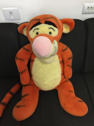 Boneco de pelúcia Tigrão Disney grande
