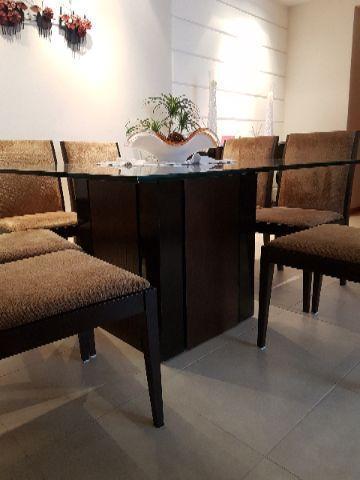 Mesa 8 cadeiras e aparador