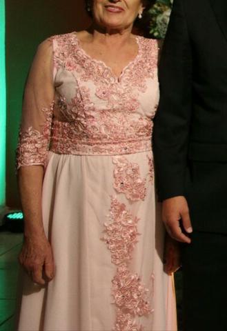 Lindo vestido longo de festa com mangas