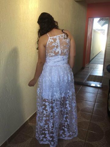 Vestido de noiva de renda (  )