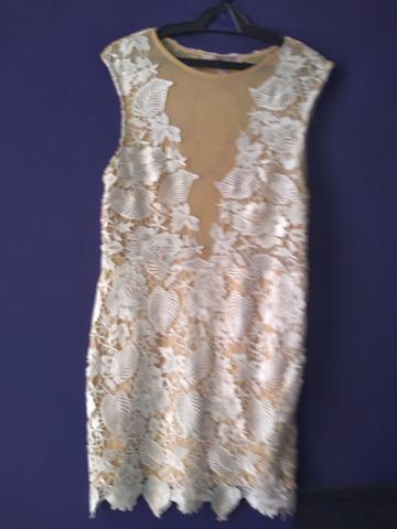 Vestido gino em renda bordada