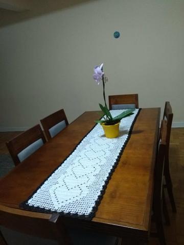 Mesa de jantar em ótimo estado de conservação