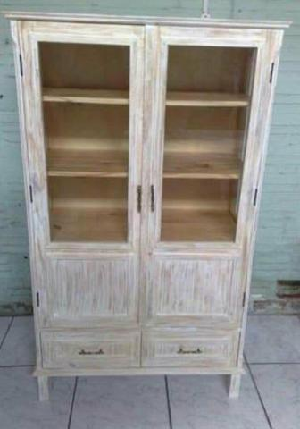 Restauração de móveis e estofados em geral