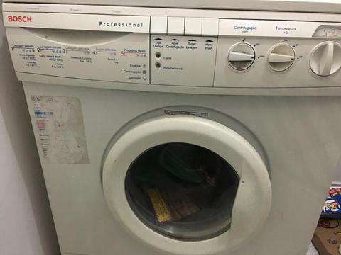 Máquina de lavar roupa usada