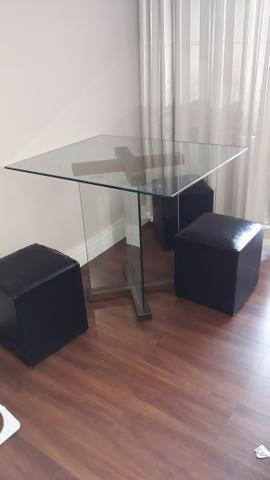 Mesa de vidro 4 lugares com Puff