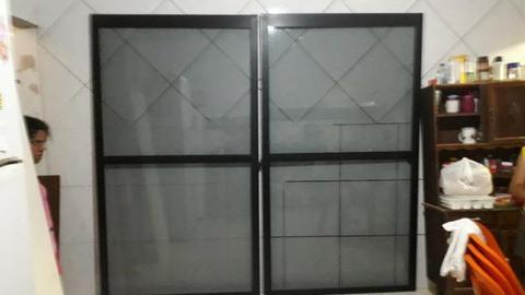 Porta de alumínio e vidro fumê