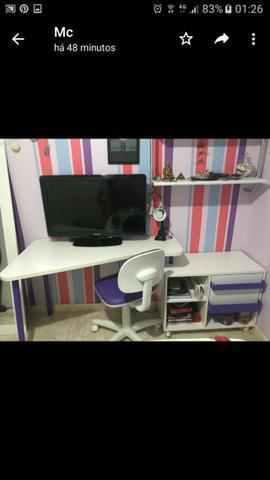 Escrivaninha e cadeira